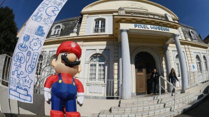 A travers les différentes salles thématiques, les visiteurs pouvaient observer plus de 20.000 objets et jouer à des jeux vidéo.